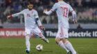Sergio Ramos dando un pase