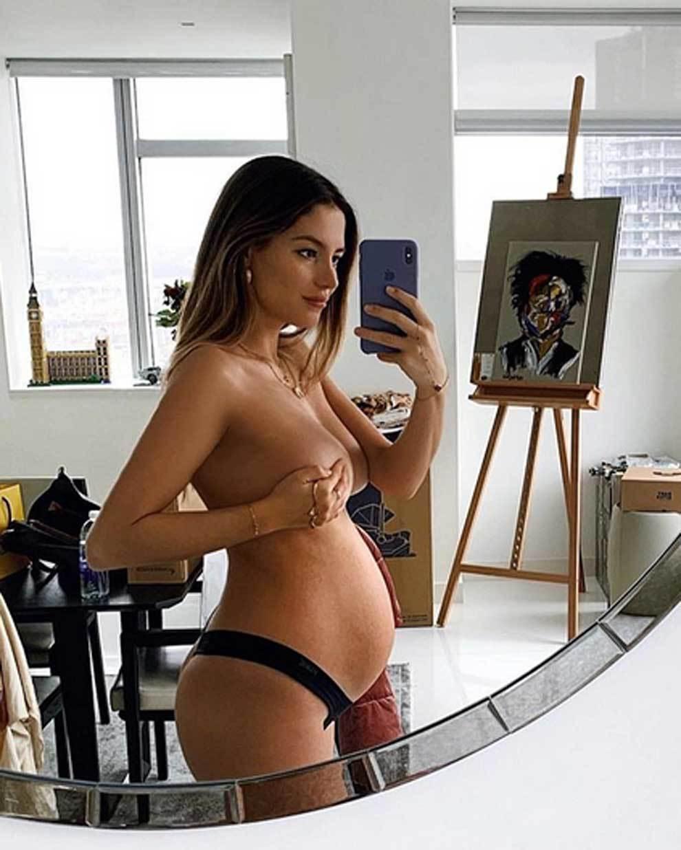 Selfie en toples de Sarah Kohan para mostrar su cuerpo desnudo en su...