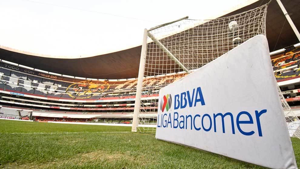 Portigol en la cancha del Estadio Azteca previo a la jornada 10 del...
