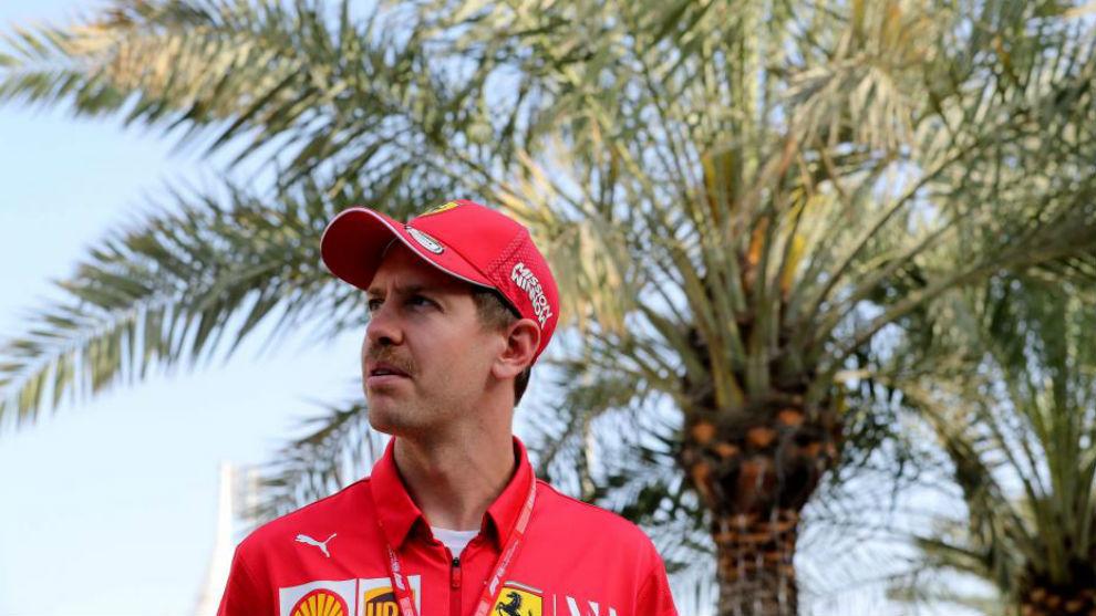 Vettel, a su llegada al circuito de Sakhir.