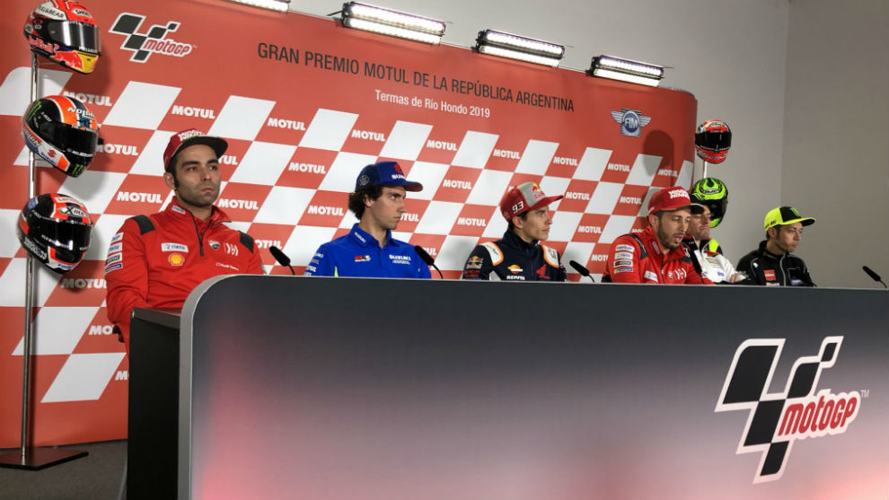 Petrucci, Rins, Márquez, Dovi, Crutchlow y Rossi, en Termas.