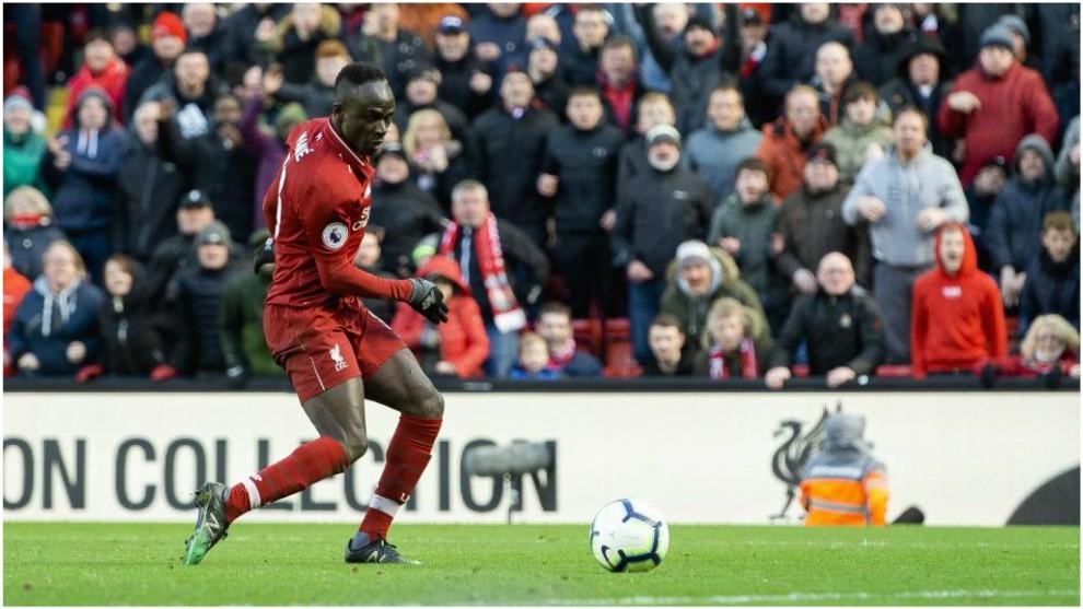Sadio Mané marca contra el Burnley.