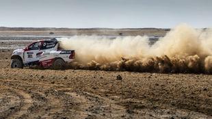 Alonso, con el Toyota de raids en Sudáfrica.