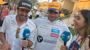 Alonso y Sainz, charlando con Movistar en Bahréin.