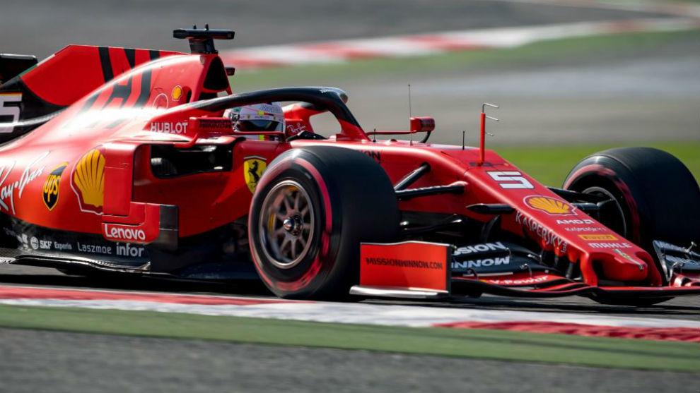 Vettel, en los Libres 2 del Gran Premio de Bahréin.