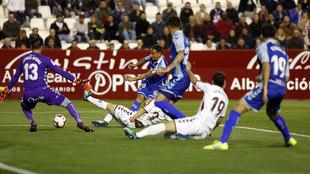 Una imagen del partido en el Carlos Belmonte que acabó en tablas