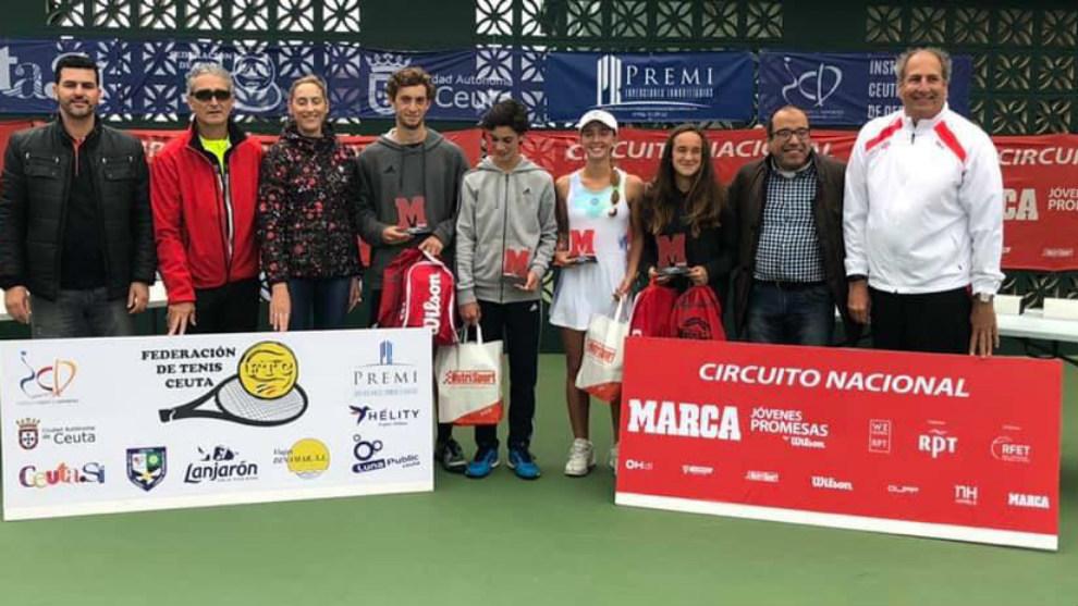 Entrega de trofeos a Campeones y finalistas de la prueba del circuito...