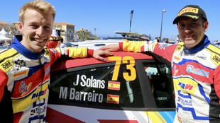 El 'Pinsà' y su copiloto, Mauro Barreiro, en la llegada del...