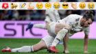 Bale se levanta del césped del Bernabéu