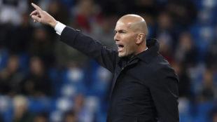 Zidane da instrucciones ante el Huesca.