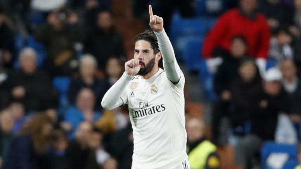 Isco celebra el gol que le marcó al Huesca