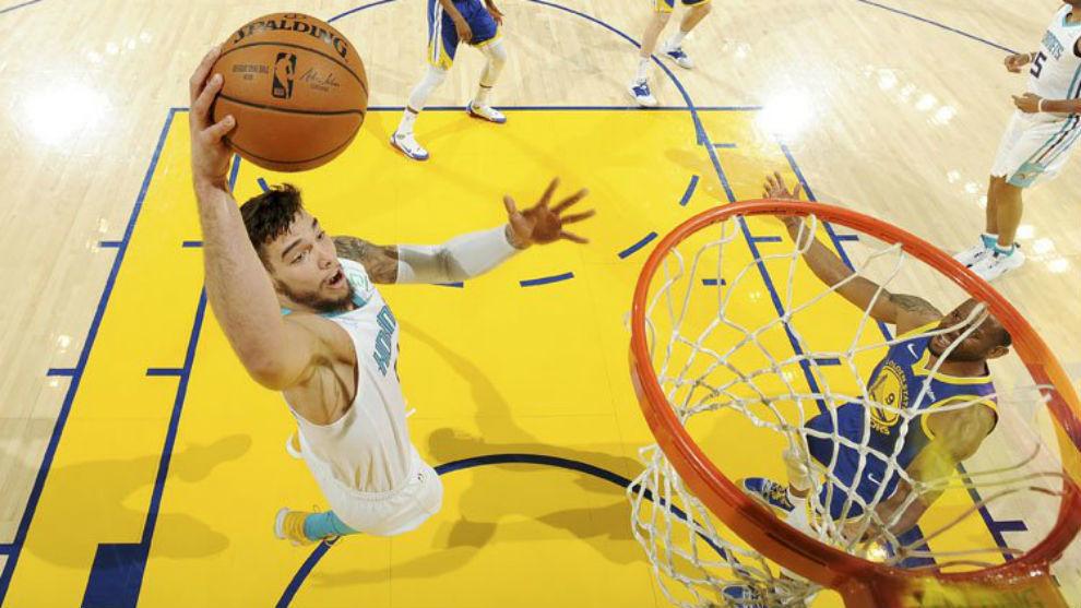 Willy Hernangómez machacando con los Hornets en la NBA