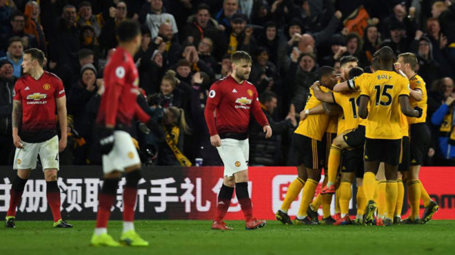 Los jugadores del United se lamentan tras el segundo gol del...