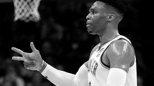 Russell Westbrook celebra una canasta ante los Lakers