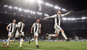 Cristiano Ronaldo celebra el gol con el que eliminó al Atlético en...