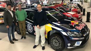 Teo Martín, Daniel Marbán y su copiloto, Víctor Ferrero, en la sede...