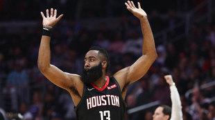 James Harden celebra una canasta ante los Clippers