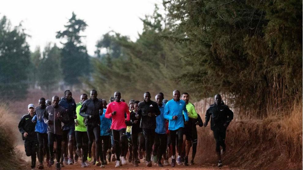 Decenas de atletas recorren los caminos de la zona del Valle del Rift...
