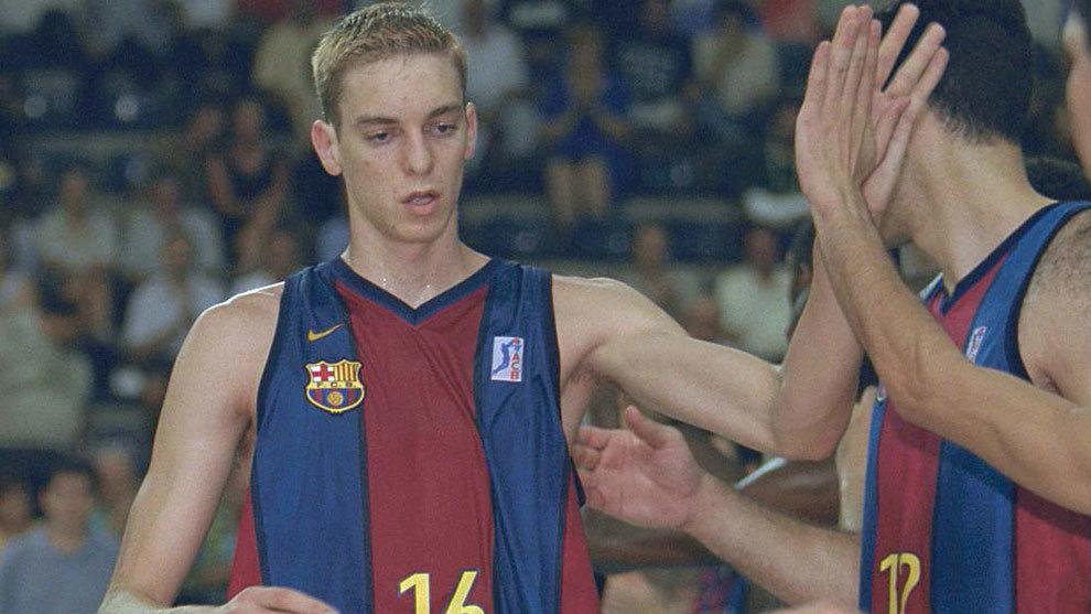 Pau Gasol playing for Barcelona.
