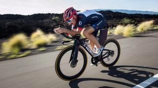 Tim Don entrenando con su bicicleta.