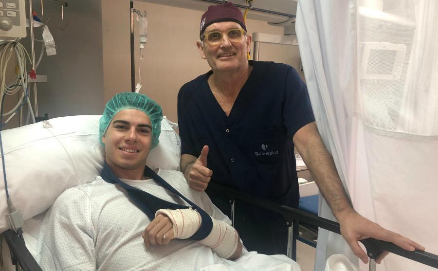Augusto Fernández, con el doctor Mir.