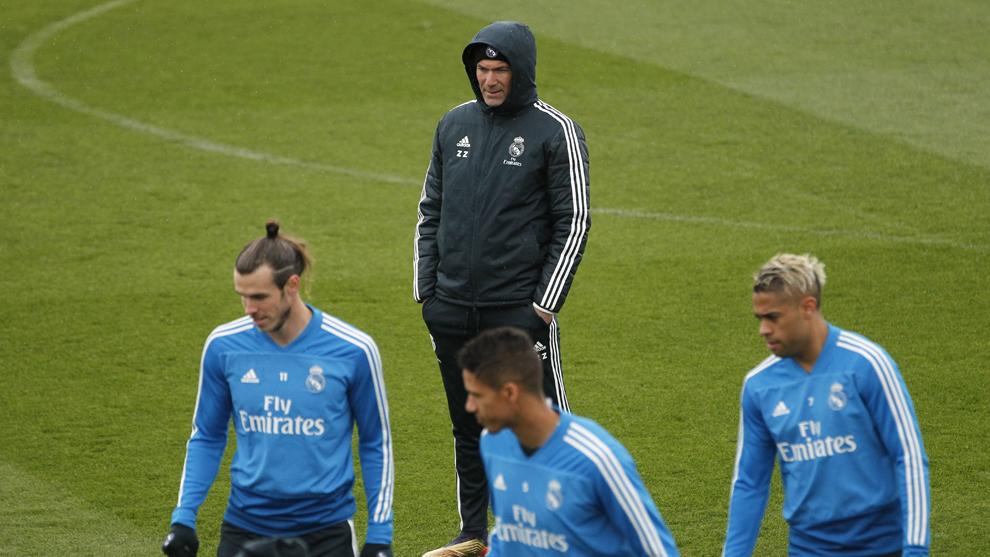Zidane, Bale, Varane y Mariano, en el entrenamiento de esta mañana en...