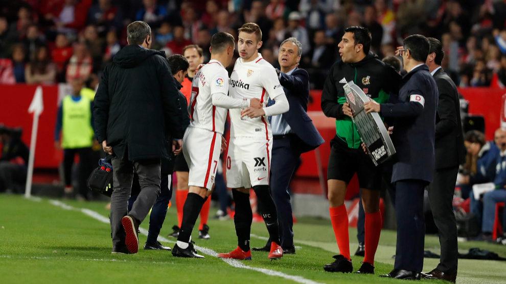 Roque Mesa es sustituido por Rog en el Sevilla-Alavés.