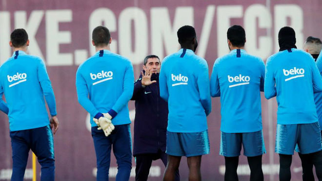 Ernesto Valverde during training