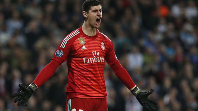 Courtois during a Real Madrid match.