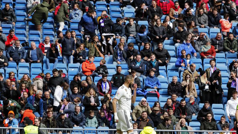 Benzema with one stand looking half-empty.
