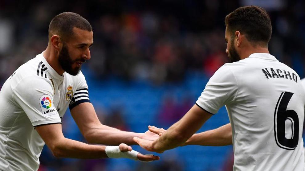 Nacho felicita a Benzema por uno de sus goles
