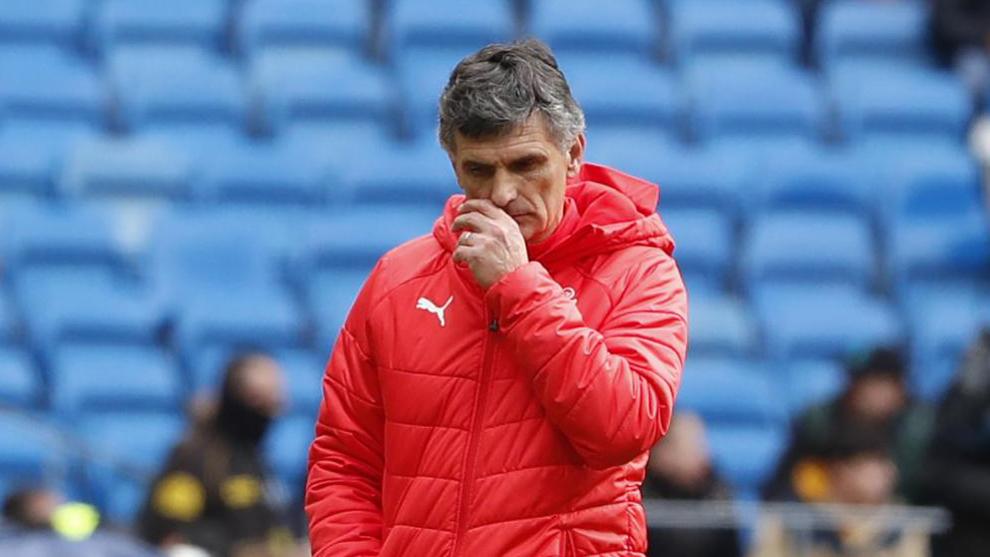 Mendilibar, pensativo durante el partido