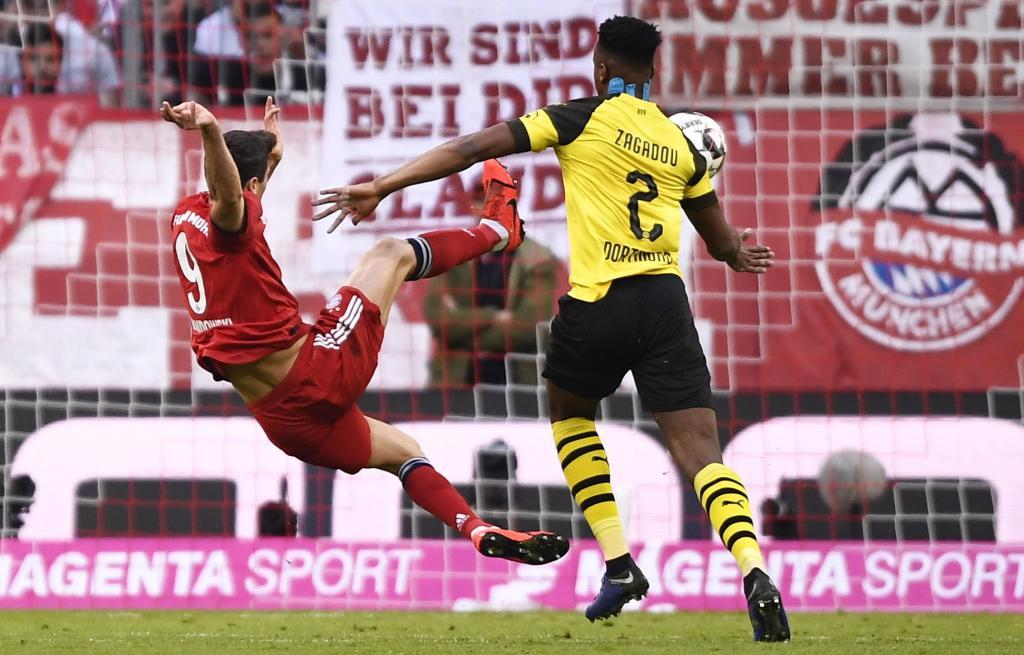 FT. Munich (Germany), 06/04/2019.- Bayerns Robert <HIT>Lewandowski</HIT> (L) scores against Borussia during the German Bundesliga soccer match between FC Bayern Munich and Borussia Dortmund in Munich, Germany, 06 April 2019. (Alemania, Rusia) EFE/EPA/LUKAS BARTH-TUTTAS CONDITIONS - ATTENTION: DFL regulations prohibit any use of photographs as image sequences and/or quasi-video