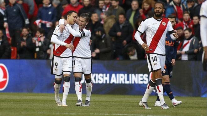 Raúl de Tomás celebra su gol.