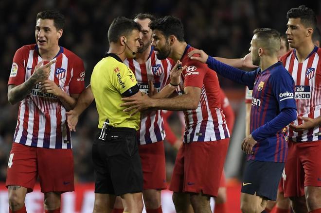 Costa se enfrenta a Gil Manzano