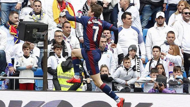 Cardona celebra su gol en el Santiago Bernabéu.