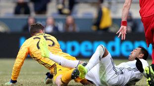 Fabián choca con un arquero rival en la MLS/