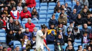 Bale se lamenta de una ocasión fallada durante el partido ante el...