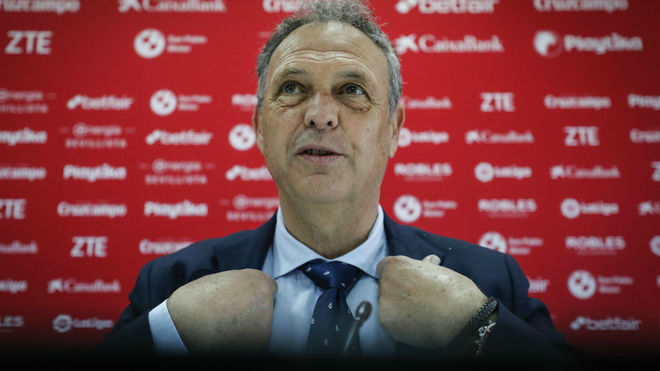 Joaquín Caparrós in a press conference.