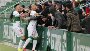 Nino celebra el gol que marcó al Córdoba con los aficionados