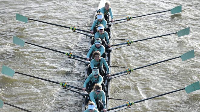 Adriana Pérez Rotondo, la cuarta en la canoa, con el equipo de...