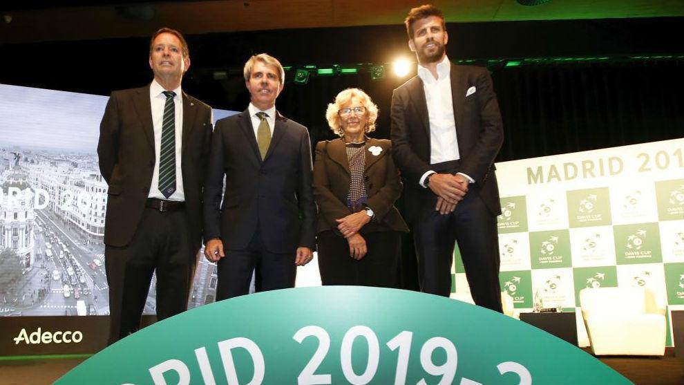Piqué, con Manuela Carmena y Ángel Garrido