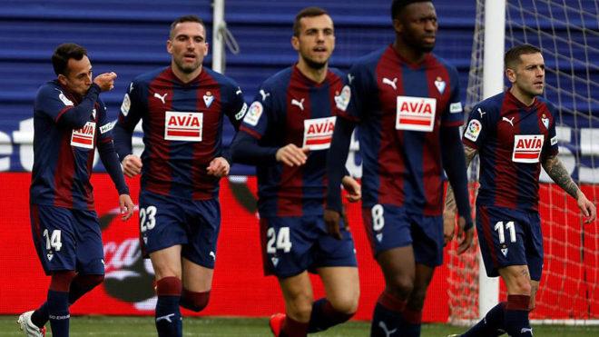 Los jugadores del Eibar celebran un gol en Ipurua.