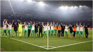 Los jugadores del Werder celebran su pase a semis de Copa.