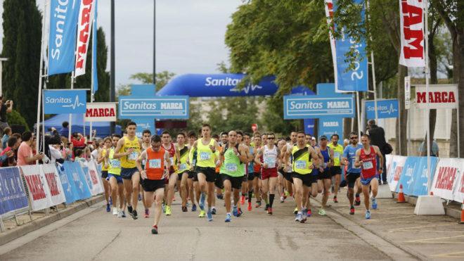 Cientos de corredores toman la salida en Zaragoza