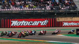 Bautista lidera la carrera 2 de Aragón tras la salida.