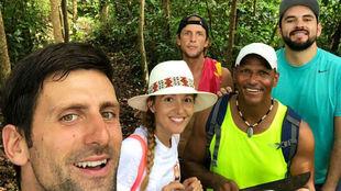 Djokovic, junto a su mujer Jelena y el resto de expedicionarios