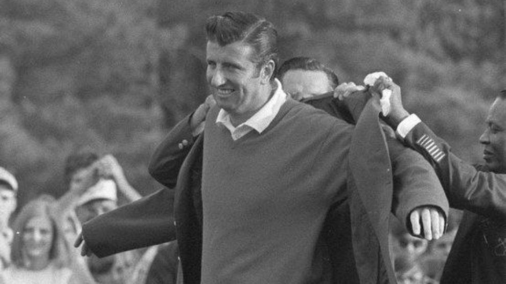 George Archer recibe la chaqueta verde en 1969.