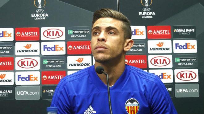 Gabriel Paulista en la rueda de prensa de Europa League.