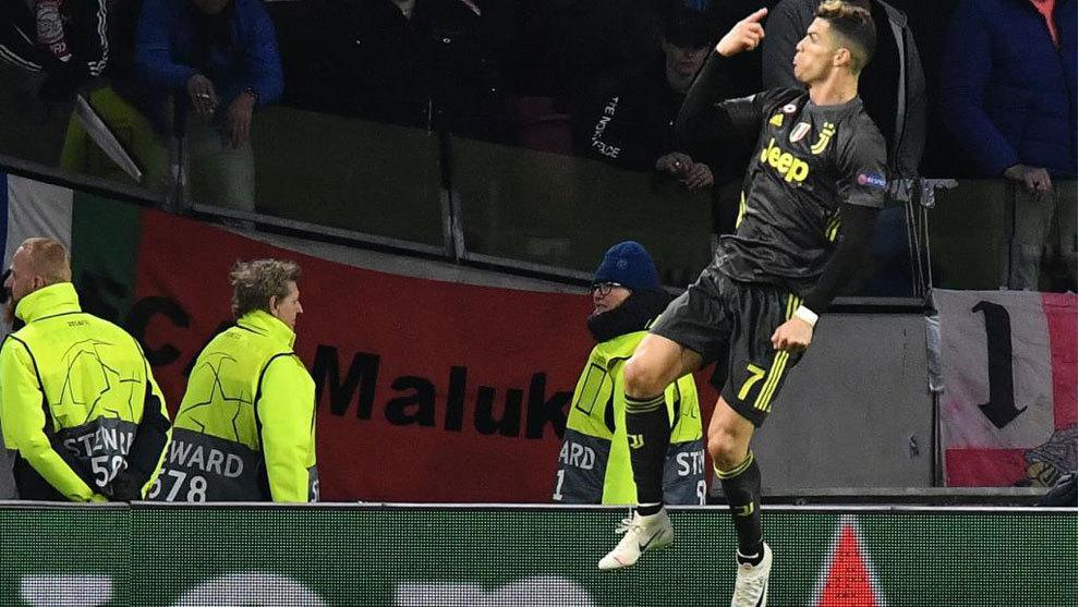 Cristiano celebra el gol que hizo al Ajax